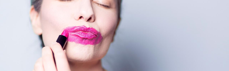 Mujer-Labios-Rosa-Feliz